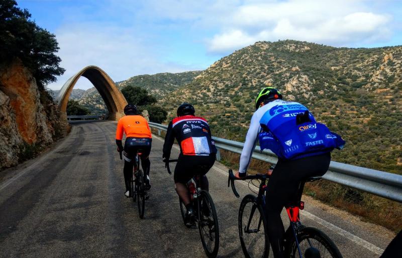 Ciclistas realizando la ruta de las 7 Cimas